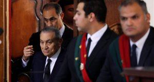 البلتاجي يوجه 4 أسئلة لمبارك في قضية اقتحام السجون