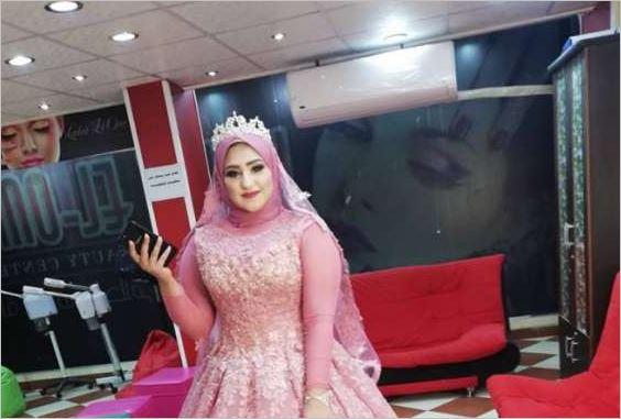 صورة حكاية فتاة أقامت خطوبتها بمفردها بعد أن تركها العريس قبل الفرح ليخطب صديقتها