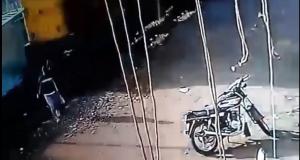 طالب ينجو من الموت تحت قطار بالشرقية