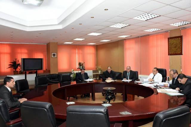 صورة محافظ الشرقية يختار مديري الشئون المالية والإدارية بالطب البيطري والشباب