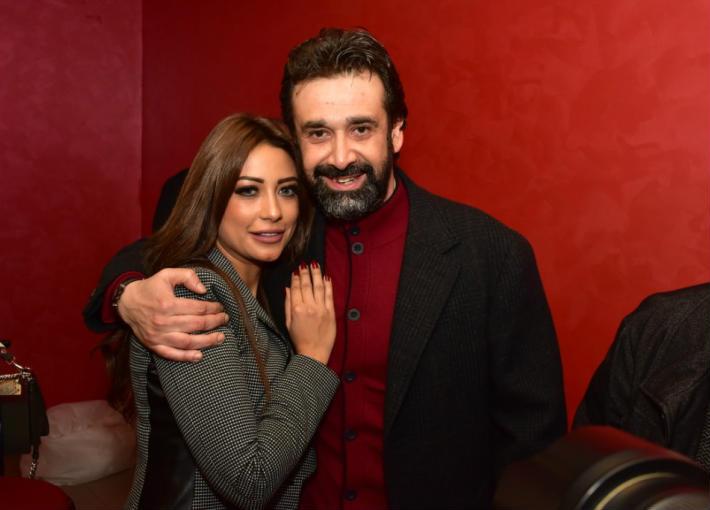 صورة ظهور نادر لزوجة كريم عبد العزيز