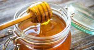ما يحدث لجسمك عند تناول العسل قبل النوم