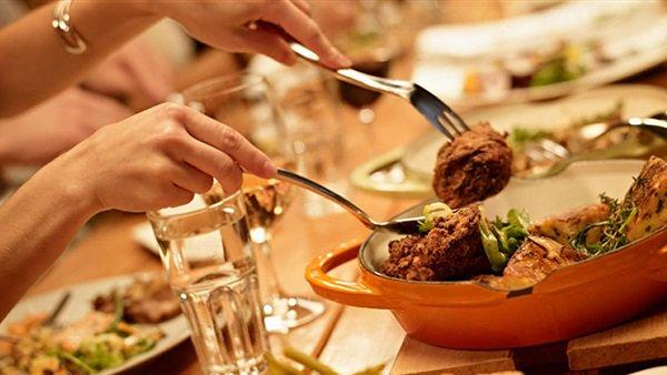 صورة مطعم يقدم وجبات مجانية للمواطنين في مصر