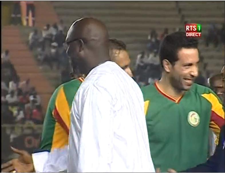 صورة بث مباشر.. مباراة أساطير أفريقيا والسنغال بمشاركة أبوتريكة