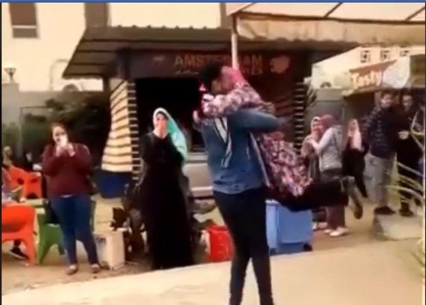صورة طالبة الحضن بجامعة المنصورة قد تواجه الحبس