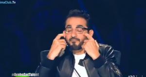 أحمد حلمي يبكي على الهواء بسبب هذا الشاب