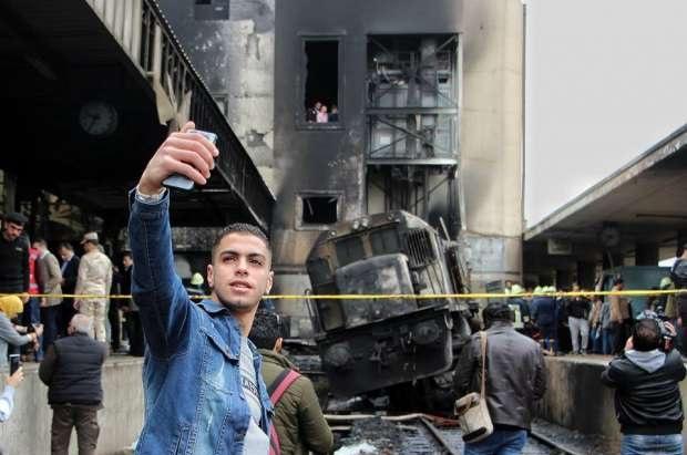 صورة أول تعليق لصاحب سيلفي محطة مصر بعد حادث القطار