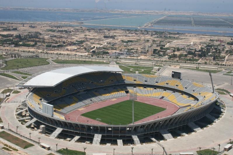 صورة الكاف يطالب بتغيير ملعب برج العرب بشأن استضافة مباريات الأهلي والزمالك