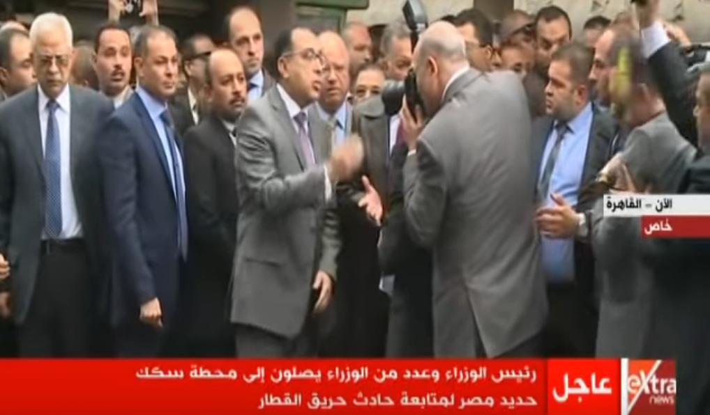 لحظة انفعال رئيس الوزارء على وزير النقل في محطة مصر