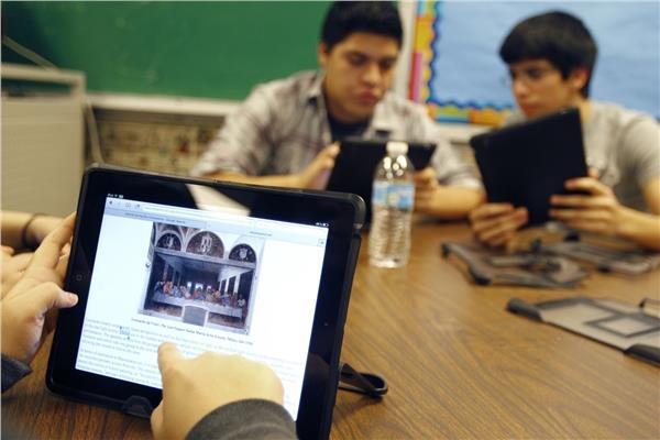 صورة ويزر التعليم يكشف موعد توزيع التابلت على الطلاب