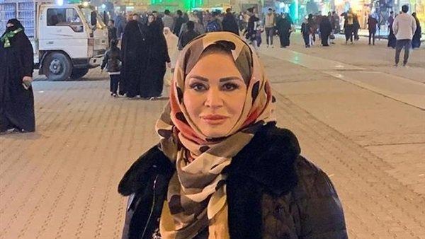 صورة إلهام شاهين تعلق على ارتدائها الحجاب بالعراق