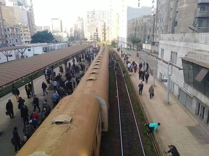 صورة خروج قطار ركاب عن القضبان بالإسكندرية دون إصابات
