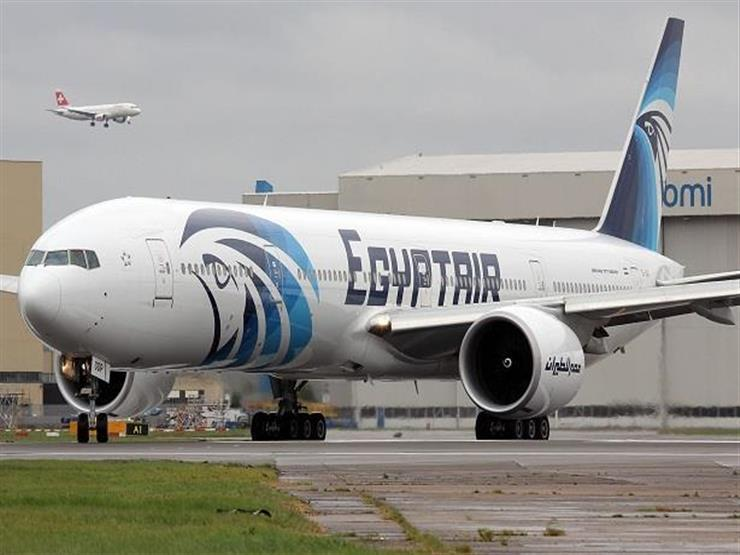 صورة رجوع مفاجئ لطائرة مصر للطيران إلى مطار القاهرة بعد الإقلاع