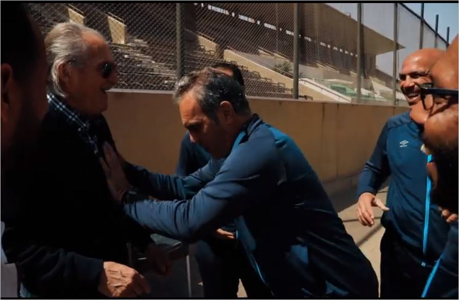 لاسارتي يمازح مانويل جوزيه في تدريب الأهلي