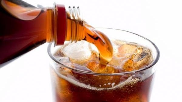 صورة لن تصدق ما تفعله المشروبات الغازية بجسدك