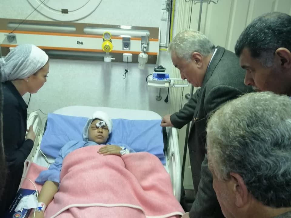 صورة نقيب المحامين يزور محامية الشرقية المعتدى عليها
