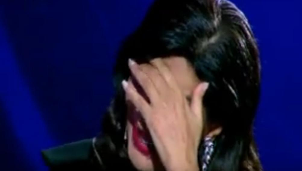 عامر تنهار من البكاء على الهواء