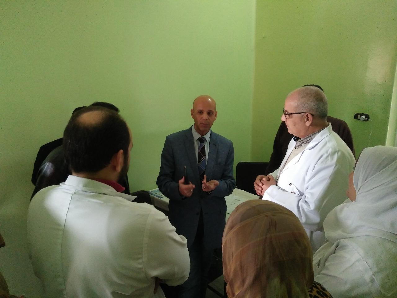 صورة وكيل وزارة الصحة يقوم بزيارة مفاجأة لمستشفى الحميات بالزقازيق