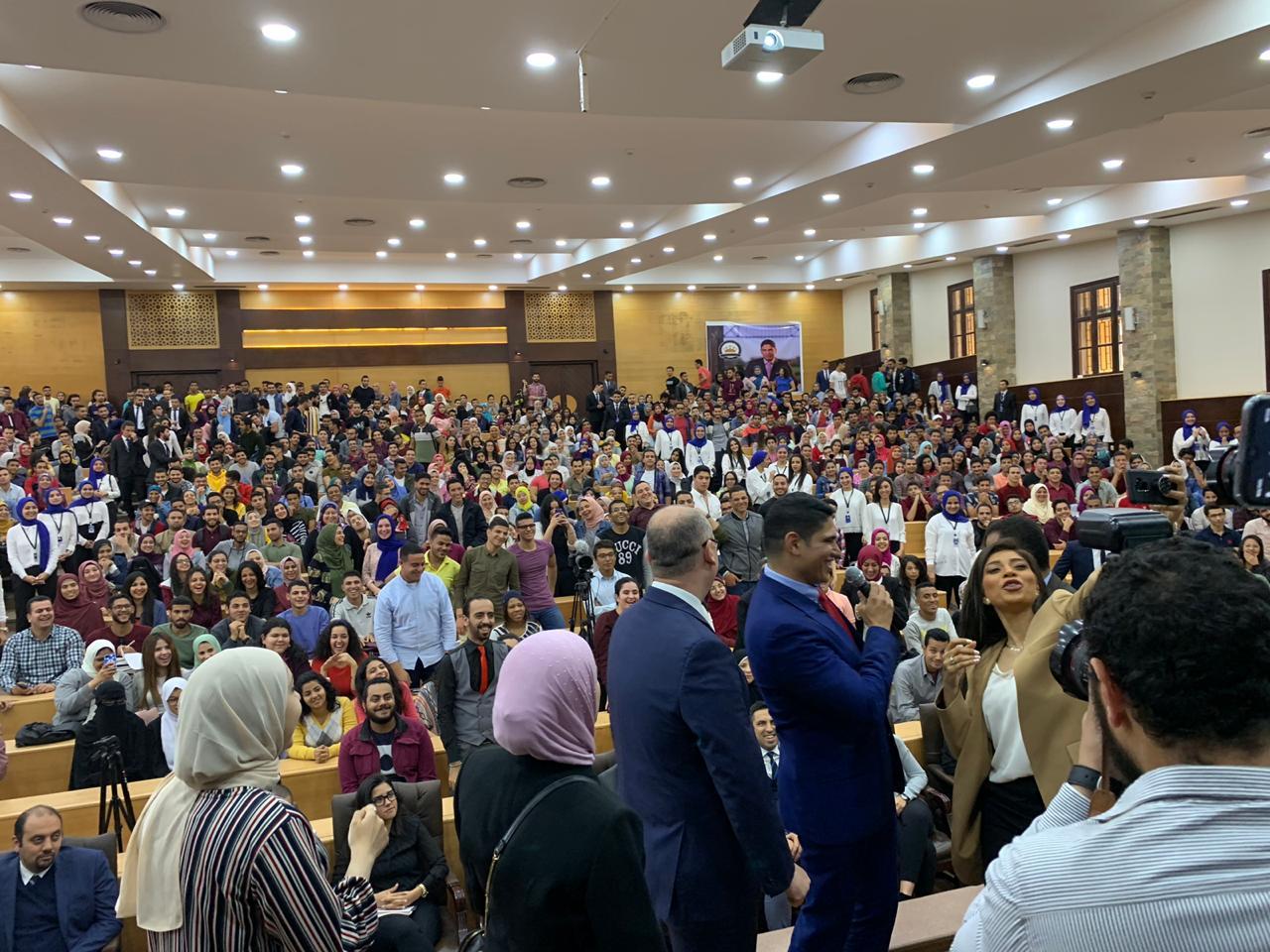 صورة أبو هشيمة يطلب من الشباب المشاركة في التعديلات الدستورية