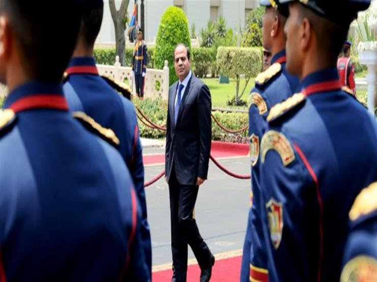 السيسي يتفقد قاعدة محمد نجيب العسكرية