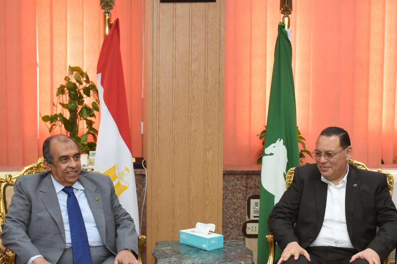 صورة تصريحات وزير الزراعة أثناء زيارته للشرقية