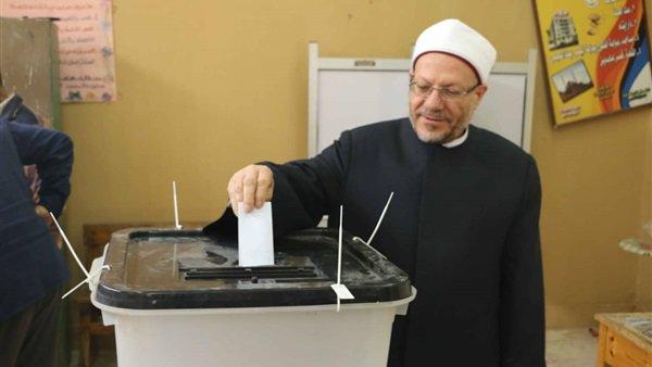 الجمهورية يدلي بصوته في الاستفتاء3