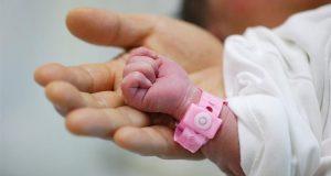 سيدة تضع مولودها داخل لجنة الاستفتاء على التعديلات الدستورية