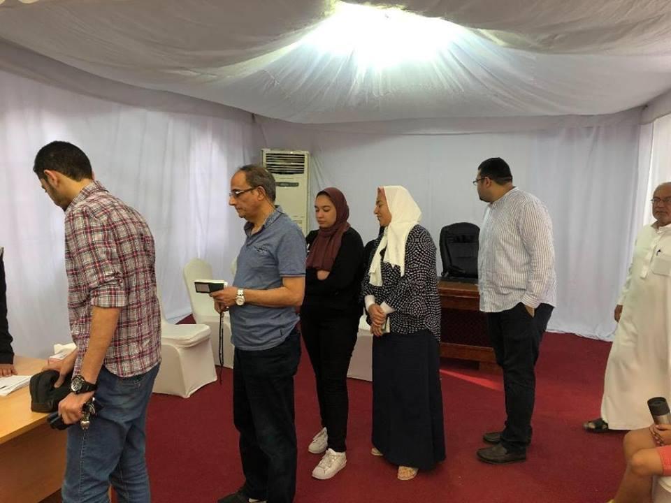 صورة المصريون في دبي يتوافدون للمشاركة في الاستفتاء على التعديلات الدستورية