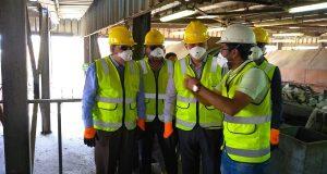 محافظ الشرقية يتفقد مصنع تدوير القمامة بقرية الغار بالزقازيق