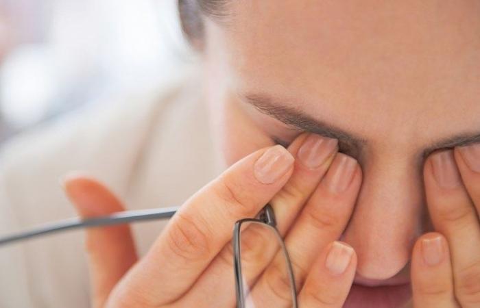 صورة امرأة تتعرض للعمى الكامل بسبب عادة تفعلها الفتيات