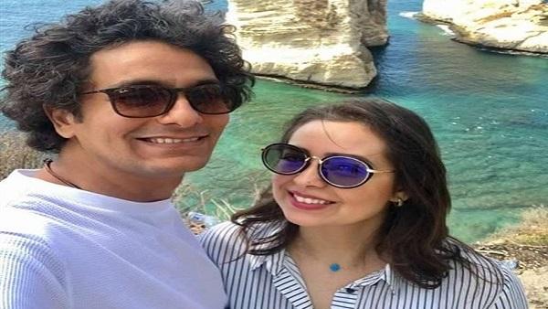 صورة محمد محسن ينشر صورة لابنته مع زوجته