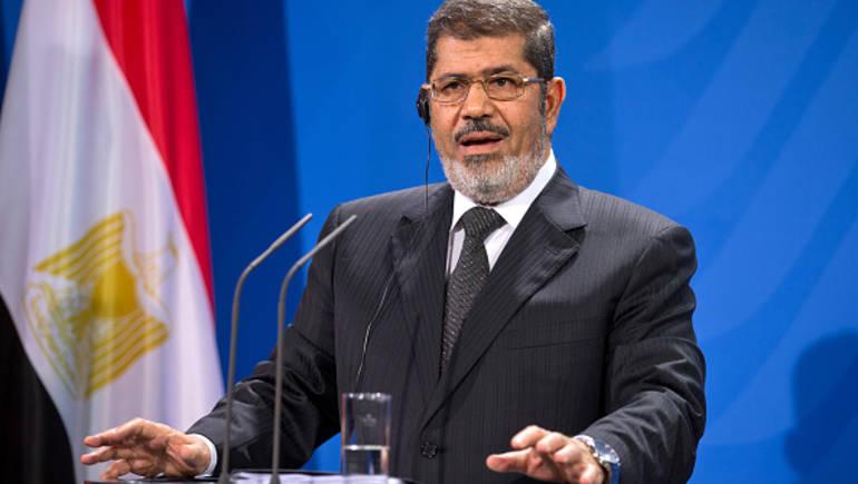 صورة محامي محمد مرسي يكشف تفاصيل دفنه