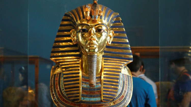 صورة بيع 32 قطعة أثرية مصرية بمزاد في لندن