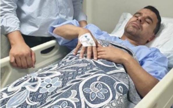 صورة خالد الغندور يتعرض لوعكة صحية وينقل إلى المستشفى