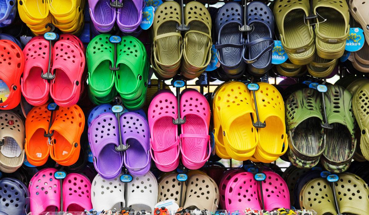 صورة أحذية بلاستيكية تسبب السرطان