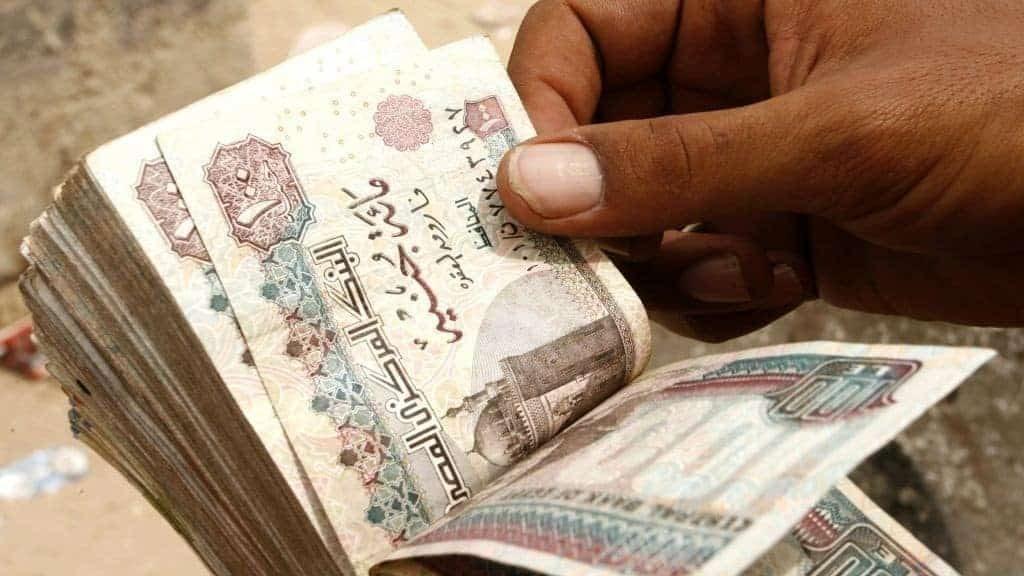 صورة وزير المالية يقرر صرف العلاوة والحافز لموظفي الدولة