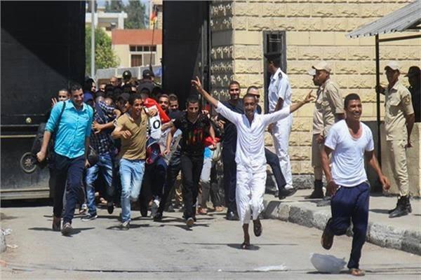 صورة وزارة الداخلية تفرج عن 712 سجينًا بعفو رئاسي