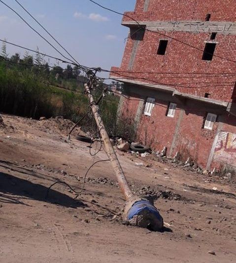 صورة عمود كهرباء مائل ينذر بكارثة في صان الحجر