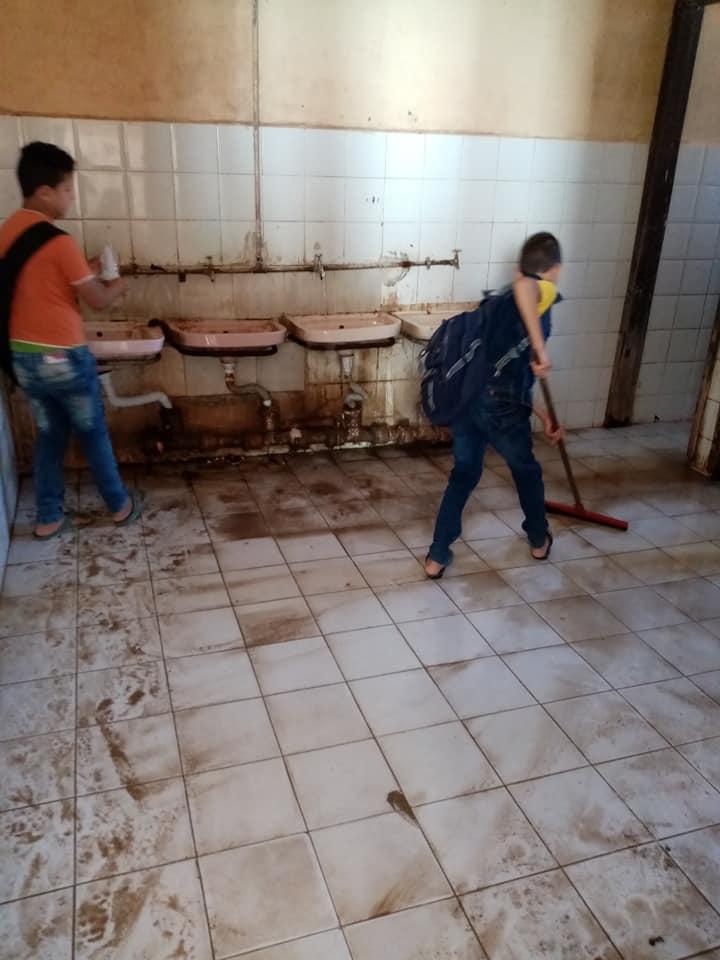 مدرسة بالزقازيق ينظفون 1