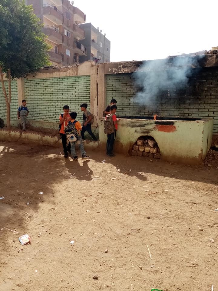 مدرسة بالزقازيق ينظفون 2