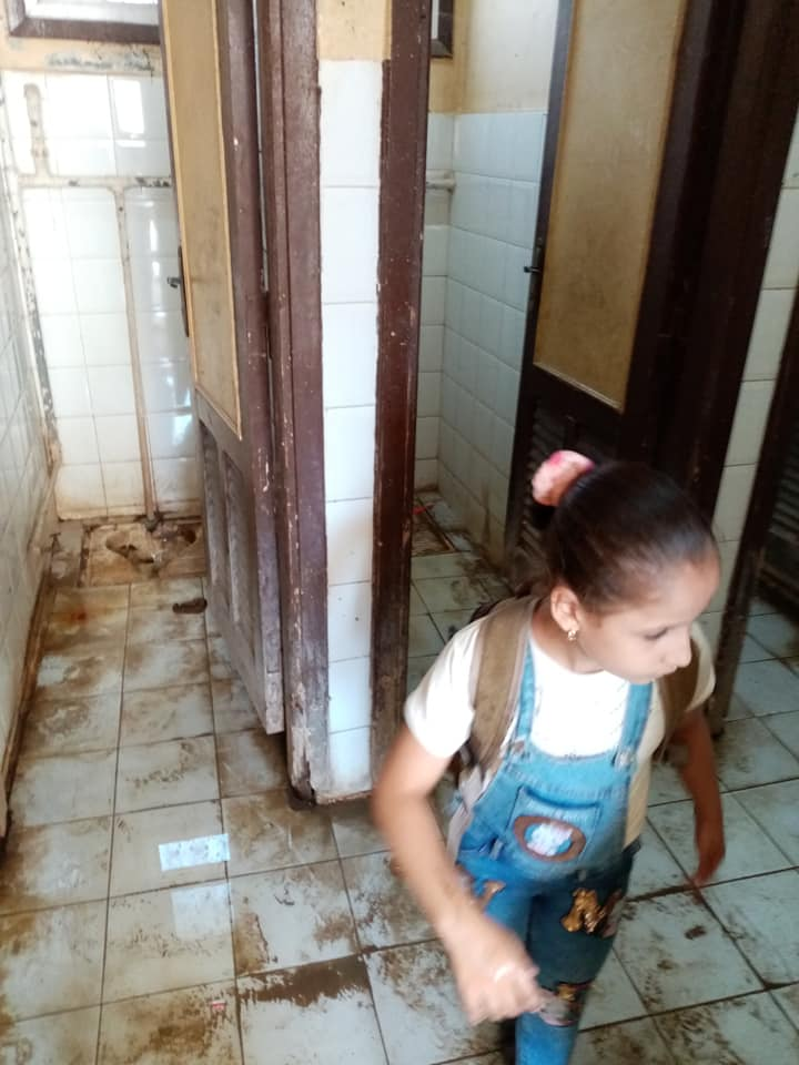 مدرسة بالزقازيق ينظفون 5