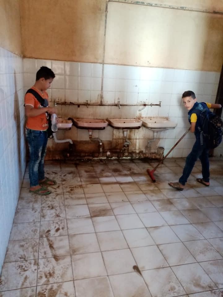 مدرسة بالزقازيق ينظفون 6