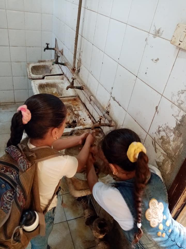 مدرسة بالزقازيق ينظفون 7