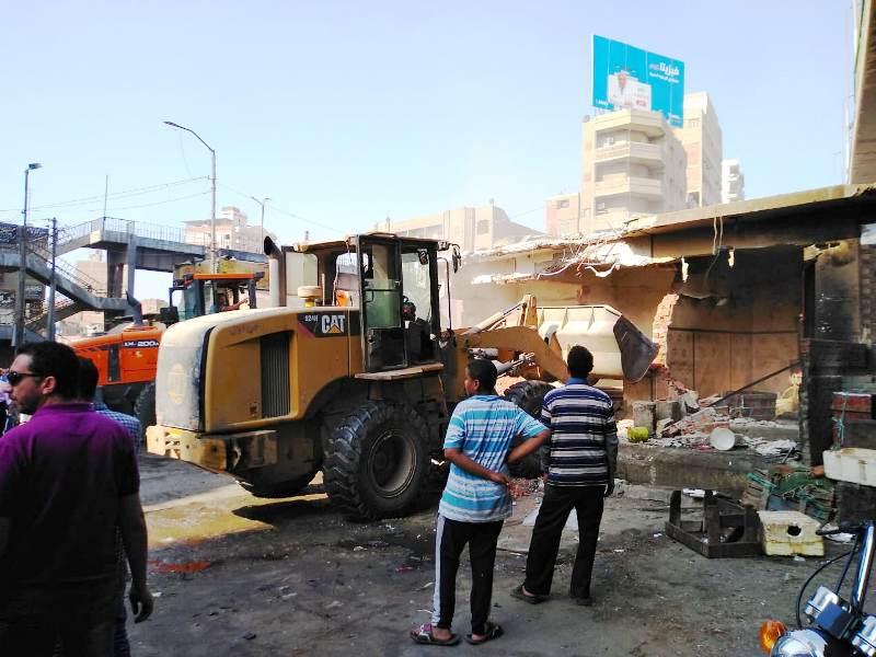 الشرقية يقود حملة مكبرة لإزالة المحلات أسفل الكوبري الجديد بالزقازيق