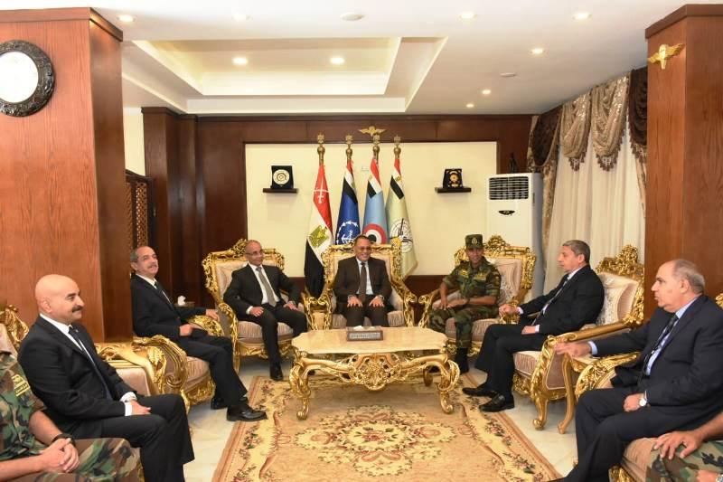 الشرقية يهنئ قائد قوات المظلات المصرية