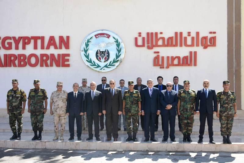 الشرقية يهنئ قائد قوات المظلات المصرية2