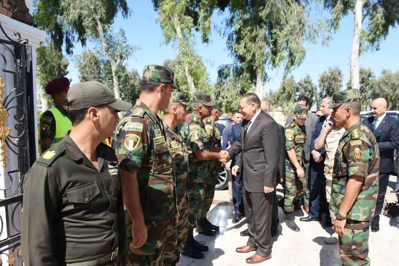 الشرقية يهنئ قائد قوات المظلات المصرية4