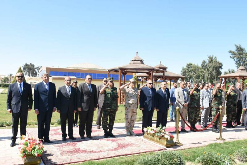 الشرقية يهنئ قائد قوات المظلات المصرية5
