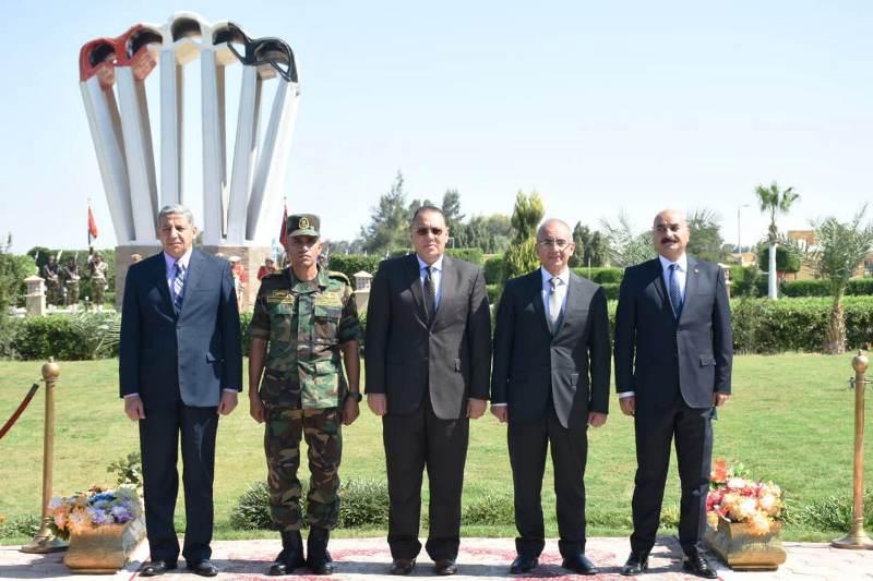 الشرقية يهنئ قائد قوات المظلات المصرية6