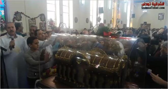 صورة رفات القديسة تريزة تصل كنيسة القديس يوسف بالزقازيق من فرنسا